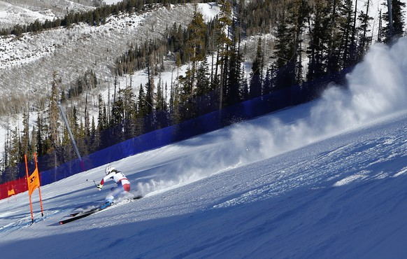 Switzerland's Lara Gut races down the course during the women's alpine combined competition at the alpine skiing world championships,  Monday, Feb. 9, 2015, in Beaver Creek, Colo. (AP Photo/Alessandro Trovati)