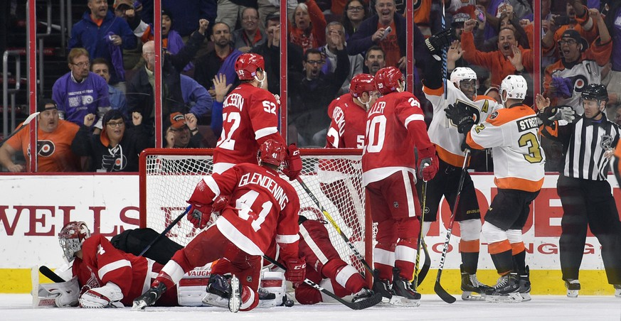 Philadelphia Flyers defenseman Mark Streit, second from right, celebrates his goal past Detroit Red Wings goalie Petr Mrazek, left, with teammate Wayne Simmonds during the third period of an NHL hockey game, Wednesday, Nov. 2, 2016, in Philadelphia. Philadelphia won in overtime, 4-3. (AP Photo/Derik Hamilton)