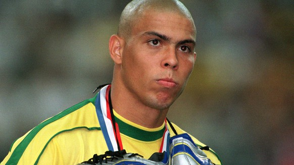 epa02769052 (FILE) An archive picture, dated 13 July 1998, shows Brasilian striker Ronaldo with his shoes around his neck after the World Cup final Brasil vs France in St Denis, France. 34-year-old Ronaldo will be playing his farewell match with Brazil's national team on 07 June.  EPA/OLIVER BERG