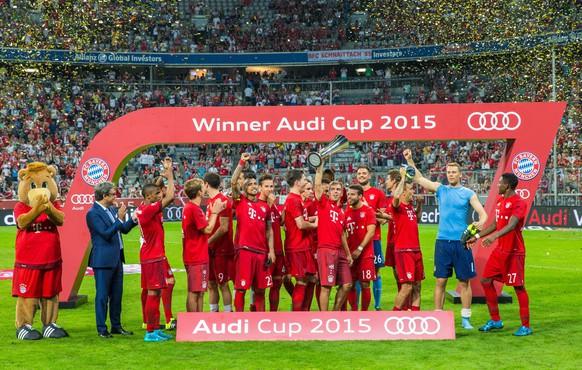 epa04873503 Munich's celebrate winning the Audi Cup final soccer match FC Bayern Munich vs Real Madrid in Munich, Germany, 05 August 2015.  EPA/MARC MUELLER