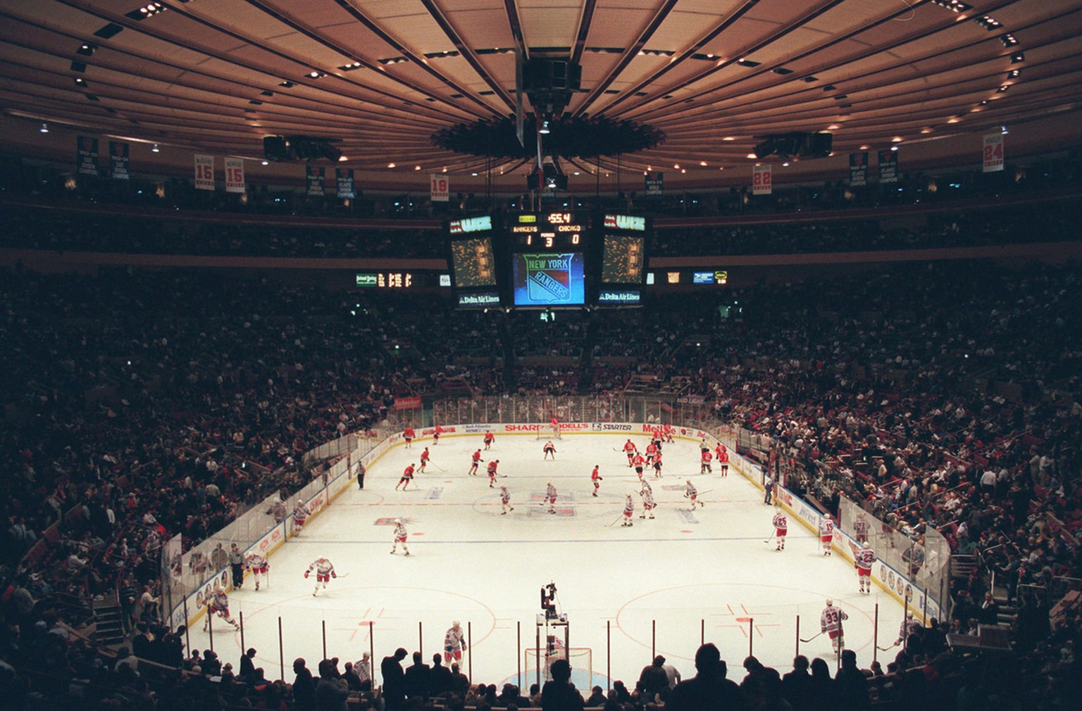The New York Rangers play the Chicago Blackhawks in NHL action  Monday, January 27, 1997, in New York's Madison Square Garden. Hilton Hotels Corp. has offered to buy ITT Corp., owner of the Sheraton hotel chain, the Garden and the Rangers and the New York Knicks, for $6.5 billion. (KEYSTONE/AP Photo/Ron Frehm)