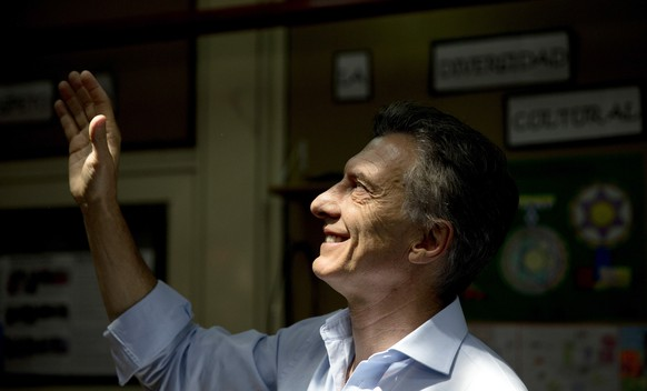 Opposition presidential candidate Mauricio Macri waves to supporters before voting during a runoff presidential election in Buenos Aires, Argentina, Sunday, Nov. 22, 2015. Macri faces ruling party candidate Daniel Scioli. (AP Photo/Natacha Pisarenko)