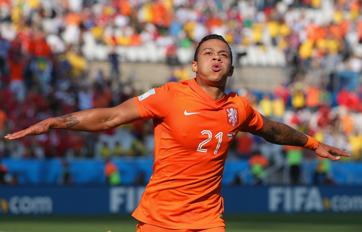 SAO PAULO, BRAZIL - JUNE 23:  Memphis Depay of the Netherlands celebrates scoring his team's second goal during the 2014 FIFA World Cup Brazil Group B match between the Netherlands and Chile at Arena de Sao Paulo on June 23, 2014 in Sao Paulo, Brazil.  (Photo by Dean Mouhtaropoulos/Getty Images)