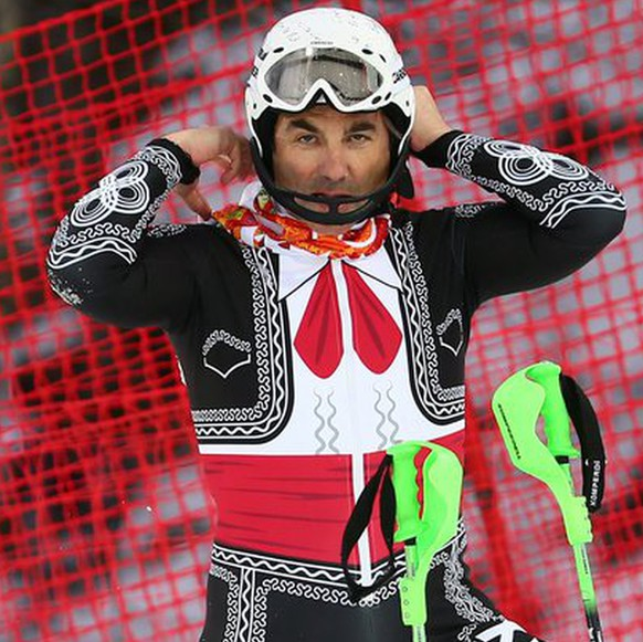 epa04095485 Hubertus Von Hohenlohe of Mexico reacts after crashing during the first run of the Men's Slalom race at the Rosa Khutor Alpine Center during the Sochi 2014 Olympic Games, Krasnaya Polyana, Russia, 22 February 2014.  EPA/MICHAEL KAPPELER