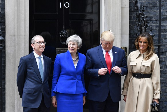 epaselect epa07624109 US President Donald J. Trump (2-R) and his wife Melania Trump (R) are welcomed by Britain's Prime Minister Theresa May (2-L) and her husband Philip May (L) at her official residence at 10 Downing Street in London, Britain, 04 June 2019. US President Trump and his wife are on a three-day official visit to Britain.  EPA/NEIL HALL
