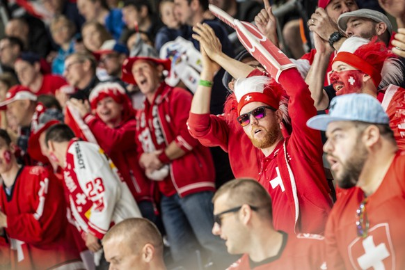 Swiss fans during the game between Switzerland and Italy, at the IIHF 2019 World Ice Hockey Championships, at the Ondrej Nepela Arena in Bratislava, Slovakia, on Saturday, May 11, 2019. (KEYSTONE/Melanie Duchene)