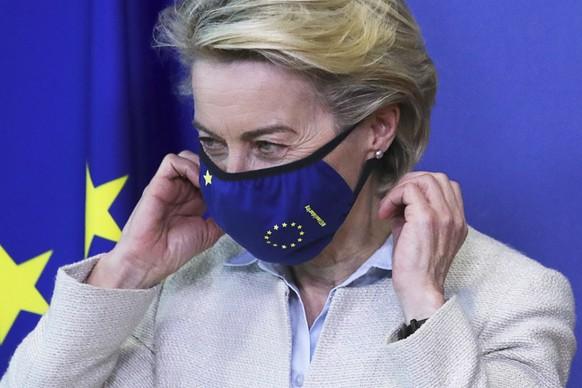 epa09179029 European Commission President Ursula von der Leyen wears her mask while meeting with Jordan's King Abdullah II ibn Al Hussein (not pictured) in Brussels, Belgium, 05 May 2021.  EPA/YVES HERMAN / POOL