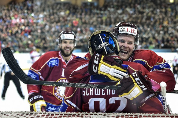 Geneva's Taylor Pyatt, goalkeeper Janick Schwendener and Daniel Vukovic, from left, celebrate their victory after the game between Switzerland's Geneve Servette HC and Team Canada in the semi final game at the 88th Spengler Cup ice hockey tournament in Davos, Switzerland, Tuesday, December 30, 2014. (KEYSTONE/Peter Schneider)