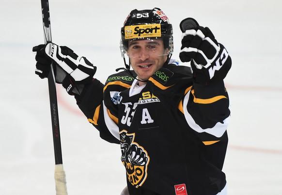 Luganos Brett McLean beim Eishockey Meisterschaftsspiel der National League A zwischen dem HC Lugano und den ZSC Lions, am Samstag, 11. Oktober 2014, in der Resega-Eishalle in Lugano. (KEYSTONE/Ti-Press/Gabriele Putzu)