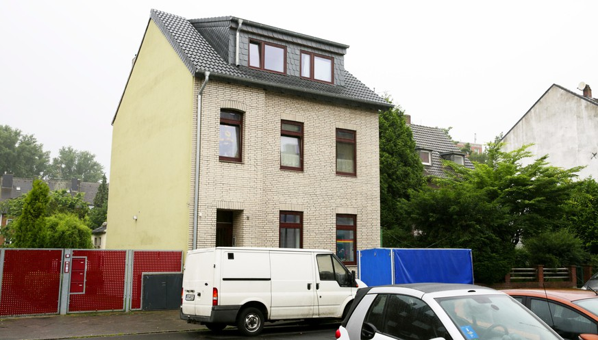 epa05655502 (FILE) A file picture dated 28 June 2016 shows the building with the suspect's rooftop apartment in Duesseldorf, Germany. The trial in the case of the Swiss boy who was freed from a house in Duesseldorf begins on 02 December 2016. A missing boy from Switzerland was found at the house on 28 June 2016.  EPA/DAVID YOUNG