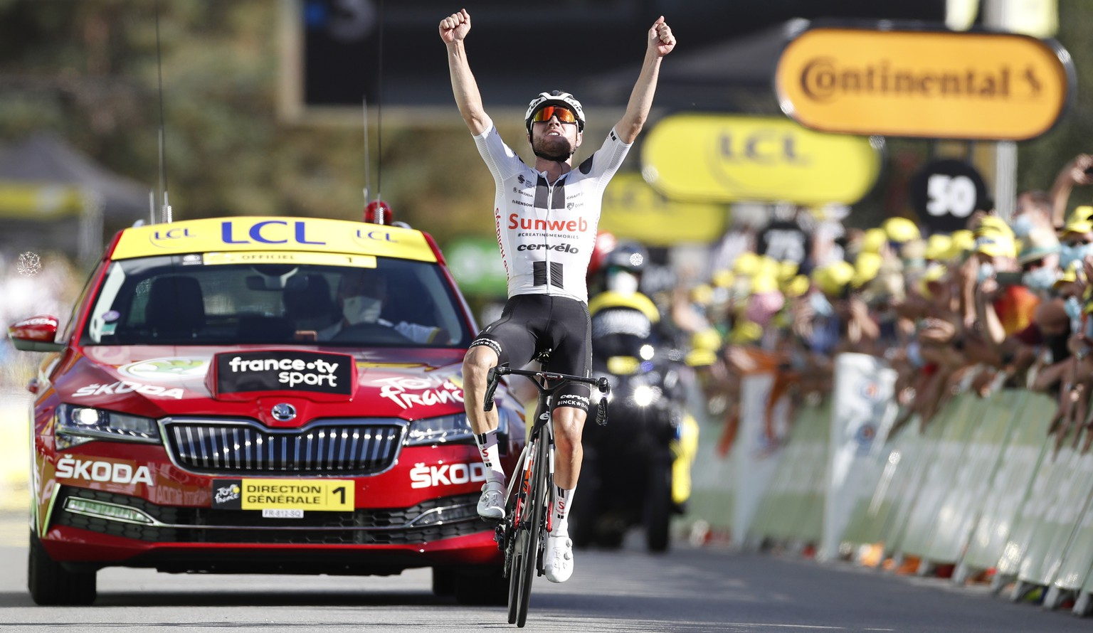 epa08659205 Swiss rider Marc Hirschi of Team Sunweb wins the 12th stage of the Tour de France cycling race over 218km from Chauvigny to Sarran, France, 10 September 2020.  EPA/Sebastien Nogier / POOL