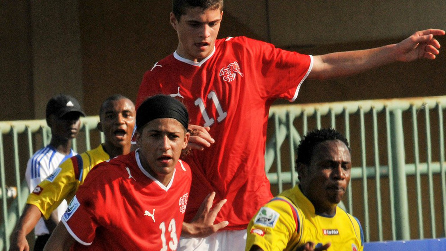 Switzerland's Ricardo Rodriguez, left, and Granit Xhaka challenge Colombia's Wilson Cuero during their U17 World Cup semi-final soccer match Lagos, Nigeria Thursday, Nov. 12, 2009. (AP Photo/Segun Ogunfeyitimi)