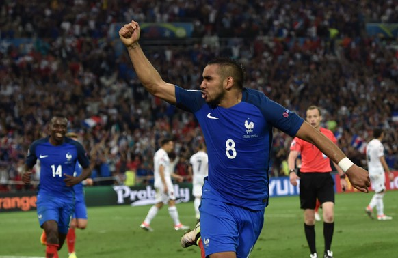 epa05368303 Dimitri Payet of France celebrates after scoring the 2-0 goal during the UEFA EURO 2016 group A preliminary round match between France and Albania at Stade Velodrome in Marseille, France, 15 June 2016.  (RESTRICTIONS APPLY: For editorial news reporting purposes only. Not used for commercial or marketing purposes without prior written approval of UEFA. Images must appear as still images and must not emulate match action video footage. Photographs published in online publications (whether via the Internet or otherwise) shall have an interval of at least 20 seconds between the posting.)  EPA/PETER POWELL   EDITORIAL USE ONLY
