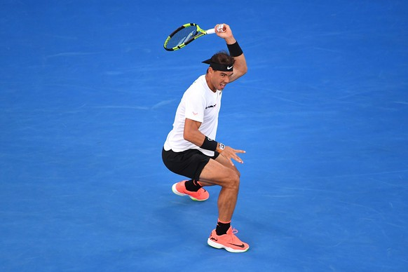 epa05753554 Rafael Nadal of Spain in action during the Men's Singles semifinal match against Grigor Dimitrov of Bulgaria at the Australian Open Grand Slam tennis tournament in Melbourne, Australia, 27 January 2017.  EPA/DEAN LEWINS  AUSTRALIA AND NEW ZEALAND OUT