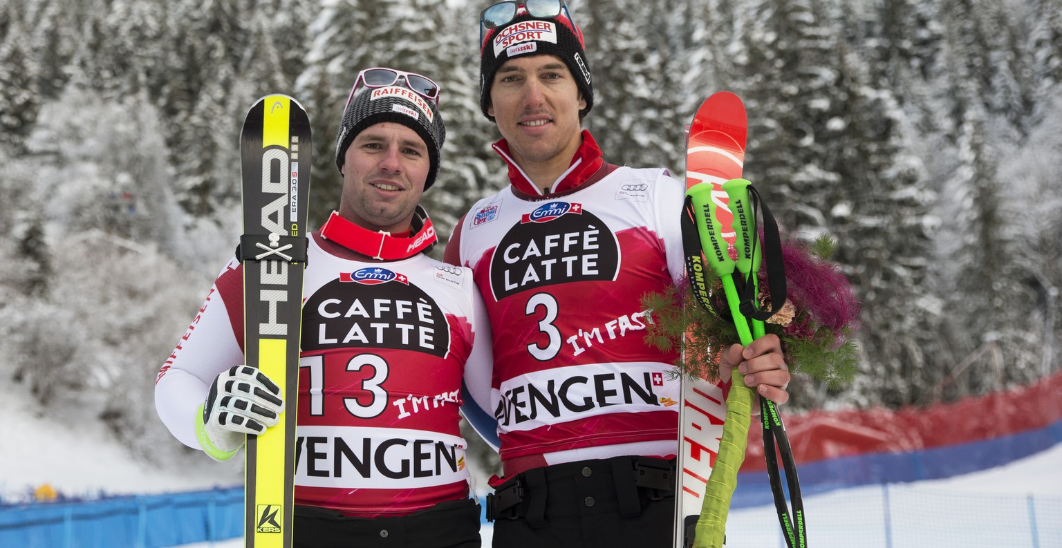 Switzerland's Beat Feuz (second place, left) and teammate Carlo Janka (third place, right) pose after the men's downhill race at the FIS Alpine Ski World Cup at the Lauberhorn, in Wengen, Switzerland, Sunday, January 18, 2015. (KEYSTONE/Peter Klaunzer)