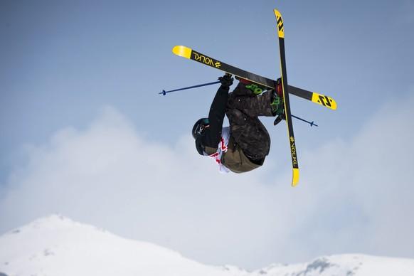 epa04661963 Andri Ragettli of Switzerland  competes during the Men's Freeski Slopestyle World Cup at Corvatsch mountain in Silvaplana, Switzerland, 14 March 2015.  EPA/GIAN EHRENZELLER