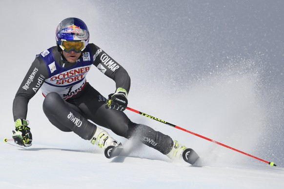 epa05798749 France's Alexis Pinturault speeds down during the first run of the men Giant Slalom race at the 2017 FIS Alpine Skiing World Championships in St. Moritz, Switzerland, 17 February 2017.  EPA/GIAN EHRENZELLER