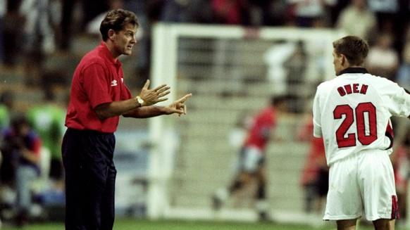 30 Jun 1998:  Michael Owen and Gary Neville of England receive instructions from coach Glenn Hoddle during the World Cup second round match against Argentina at the Stade Geoffroy Guichard in St Etienne, France. England lost 4-3 on penalties after a 2-2draw. \ Mandatory Credit: Stu Forster /Allsport