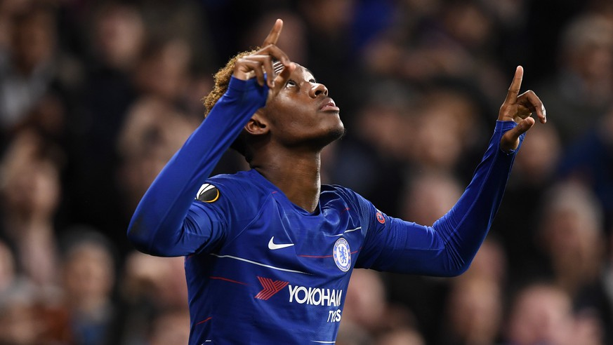 epa07198409 Chelsea's Callum Hudson-Odoi celebrates after scoring against PAOK during the UEFA Europa League Group L soccer match between Chelsea and PAOK in Stamford Bridge, London, Britain, 29 November 2018.  EPA/WILL OLIVER
