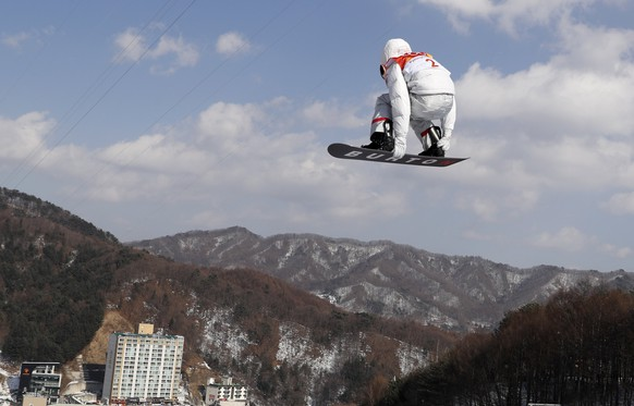 epa06519816 Shaun White of the US in action during the Men's Snowboard Halfpipe qualification run at the Bokwang Phoenix Park during the PyeongChang 2018 Olympic Games, South Korea, 13 February 2018.  EPA/SERGEI ILNITSKY