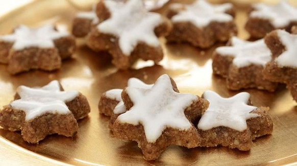 zimtsterne keks guetzli biscuits cookie essen food weihnachten dessert https://www.sixx.ch/tv/enie-backt/rezepte/backrezepte/zimtsterne-plaetzchen-backen