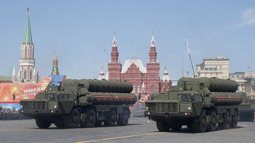 epa07194792 (FILE) - Russian army S-400 Triumph medium-range and long-range surface-to-air missile systems are seen during the Victory Day military parade in the Red Square in Moscow, Russia, 09 May 2018 (reissued 28 November 2018). According to reports, Russia is planning to deploy S-400 missile systems on the Crimean Peninsula in the wake of the latest crisis with Ukraine. Three Ukrainian war ships were seized and their crew arrested by Russian navy for an alleged violation of the Russian sea border in the Kerch Strait connection the Balck Sea and the Sea of Azov.  EPA/SERGEI ILNITSKY