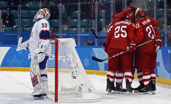 epa06548966 Sergei Kalinin (R) of Olympic Athletes from Russia celebrates with teammates after scoring a goal against Norway during the mens play-offs Quarterfinals match inside the Gangneung Hockey Centre at the PyeongChang Winter Olympic Games 2018, in Gangneung, South Korea, 21 February 2018. The PyeongChang 2018 Winter Olympic Games, will run from 09 to 25 February 2018.  EPA/LARRY W. SMITH