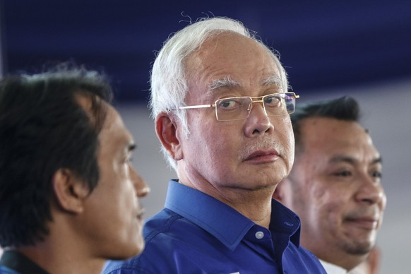 epa06718738 Malaysia Prime Minister and ruling National Front coalition (Barisan Nasional) party President, Najib Razak (C) looks on during a campaign at his constituency, Pekan for the upcoming 14th Malaysia general election in an eastern state of Pahang, 300km outside Kuala Lumpur, Malaysia, 08 May 2018. The election commission said 14.9 million people were eligible to vote on 09 May for 222 parliamentary seats and 505 state assembly seats.  EPA/AHMAD YUSNI