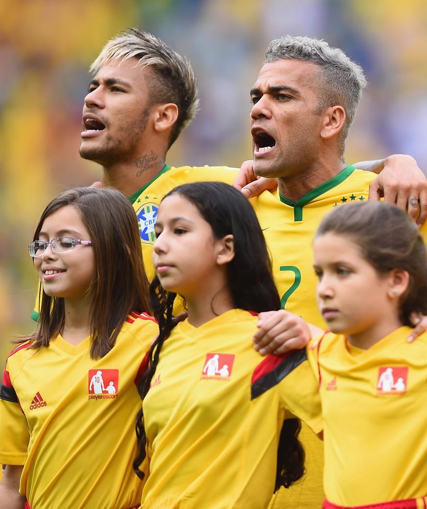 Wie Ein Explodierter Kakadu Neymar Und Dani Alves Haben Die Haare
