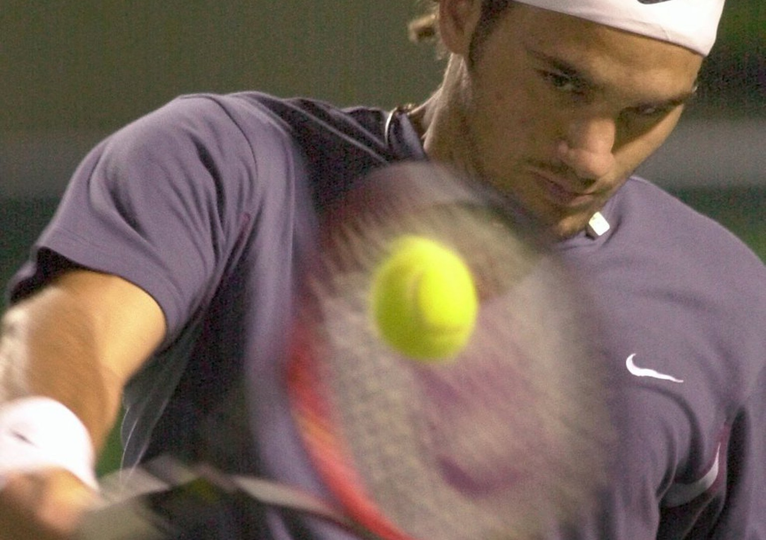 Roger Federer of Switzerland returns a shot from Lleyton Hewitt of Australia during the Nasdaq-100 Open on Friday, March 29, 2002, in Key Biscayne, Fla. (AP Photo/Wilfredo Lee)