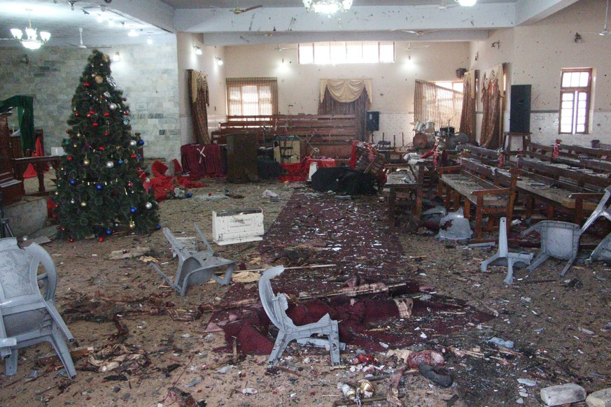 epa06394769 A view of the destruction caused after a suicide bomb attack at a Christian church, in Quetta, Pakistan, 17 December 2017. Reportedly at least eight people were killed and 25 others injured when suicide bombers attacked the church in Quetta on 17 December.  EPA/JAMAL TARAQAI
