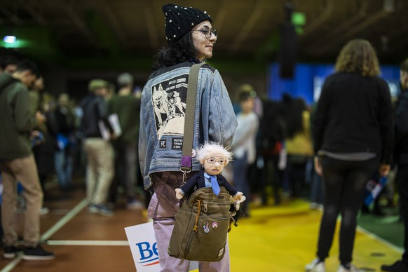 epaselect epa08254114 Oscar Martin of Richmond, Virginia carries a doll of Bernie Sanders as she attends a campaign rally for Democratic presidential candidate Senator Bernie Sanders at the Arthur Ashe Center in Richmond, Virginia, USA, 27 February 2020. The Virginia primary is part of Super Tuesday on 03 March.  EPA/ERIK S. LESSER