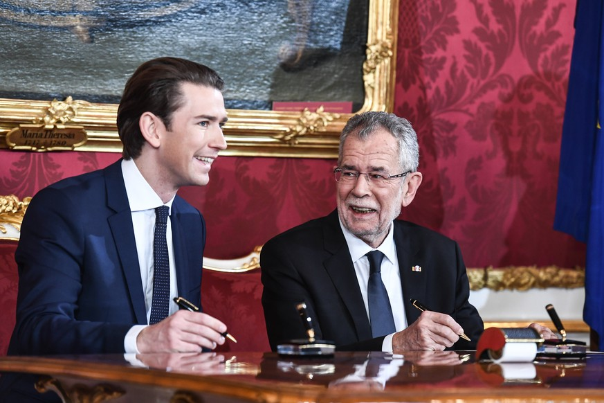 epa06396781 Austrian Federal President Alexander Van der Bellen (R) and Austrian Chancellor Sebastian Kurz (L), the leader of the Austrian Peoples Party (OeVP)during the inauguration of the new coalition government between Austrian Peoples Party (OeVP) and the right-wing Austrian Freedom Party (FPOe) at the presidential office of the Hofburg Palace in Vienna, Austria, 18 December 2017. The OeVP and FPOe parties have formed the new coalition government after holding coalition negotiations talks after the general elections in October 2017.  EPA/CHRISTIAN BRUNA