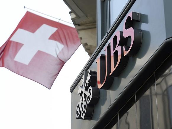 Das Coronavirus wird nach Ansicht der UBS-Ökonomen die Schweizer Wirtschaft bremsen. (Archiv)