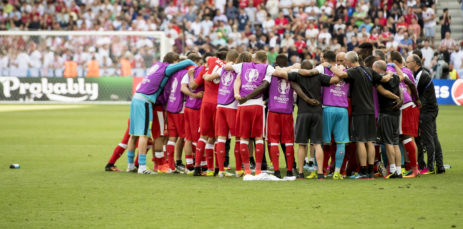 Swiss soccer players reacts during the UEFA EURO 2016 round of 16 soccer match between Switzerland and Poland, at the Geoffroy Guichard stadium in Saint-Etienne, France, Saturday, June 25, 2016. (KEYSTONE/Jean-Christophe Bott)