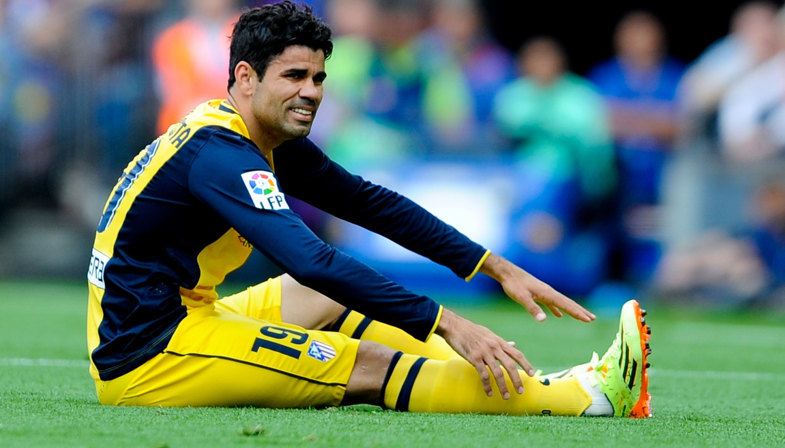 BARCELONA, SPAIN - MAY 17:  Diego Costa of Atletico de Madrid sits injured on th pitch during the La Liga match between FC Barcelona and Club Atletico de Madrid at Camp Nou on May 17, 2014 in Barcelona, Spain.  (Photo by David Ramos/Getty Images)