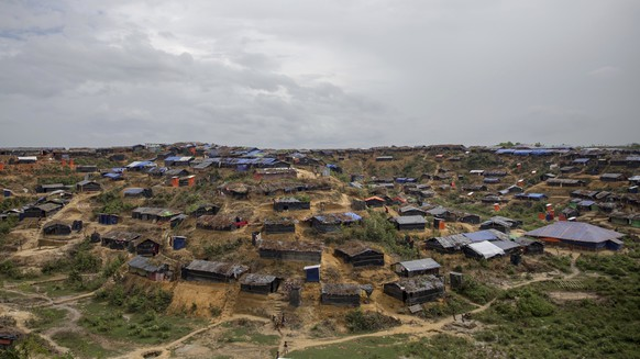A view of newly setup refugee camp for Rohingya Muslims, who crossed over from Myanmar into Bangladesh, in Thaingkhali, Bangladesh, Thursday, Oct. 19, 2017. More than 580,000 refugees have arrived in Bangladesh since Aug. 25, when Myanmar security forces began a scorched-earth campaign against Rohingya villages. Myanmar's government has said it was responding to attacks by Muslim insurgents, but the United Nations and others have said the response was disproportionate. (AP Photo/Dar Yasin)