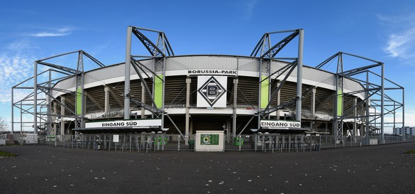 MOENCHENGLADBACH, GERMANY - NOVEMBER 22:  (EDITORS NOTE: Image is a digital panoramic composite.) A general view is pictured prior to the Bundesliga match between Borussia Moenchengladbach and Eintracht Frankfurt at Borussia Park Stadium on November 22, 2014 in Moenchengladbach, Germany.  (Photo by Dennis Grombkowski/Bongarts/Getty Images)