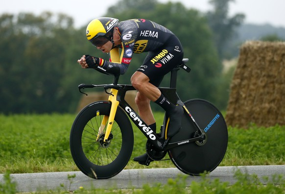 epa09313570 Belgian rider Wout Van Aert of the Jumbo Visma team in action during the 5th stage of the Tour de France 2021, an individual time trial over 27.2 km from Change to Laval Espace Mayenne, France, 30 June 2021.  EPA/GUILLAUME HORCAJUELO