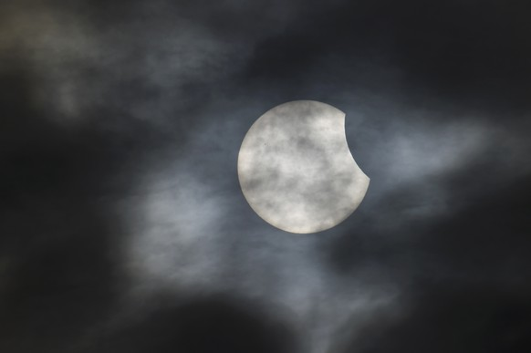 A partial solar eclipse is seen from near Bridgwater, in south western England, March 20, 2015. REUTERS/Toby Melville