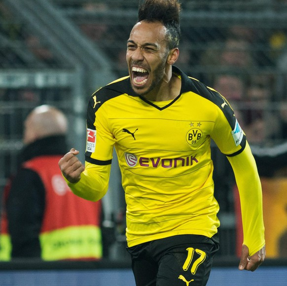 epa05185590 Dortmund's Pierre-Emerick Aubameyang celebrates his 3-1 goal during the German Bundesliga soccer match between Borussia Dortmund and 1899 Hoffenheim in Signal Iduna Park in Dortmund, Germany, 28 February 2016.  EPA/BERND THISSEN