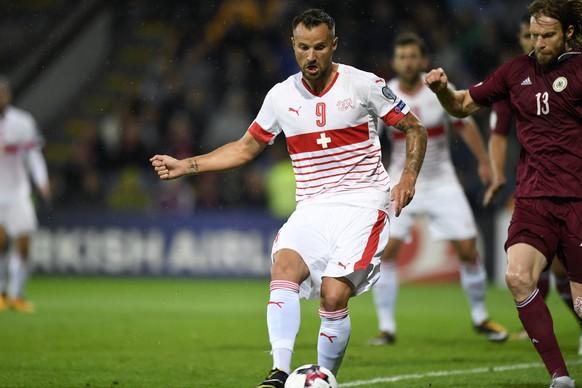 Swiss forward Haris Seferovic, scores the goal to the 0:1 during the 2018 Fifa World Cup group B qualifying soccer match Latvia against Switzerland at Skonto Stadium, in Riga, Latvia, Sunday, September 3, 2017. (KEYSTONE/Laurent Gillieron)