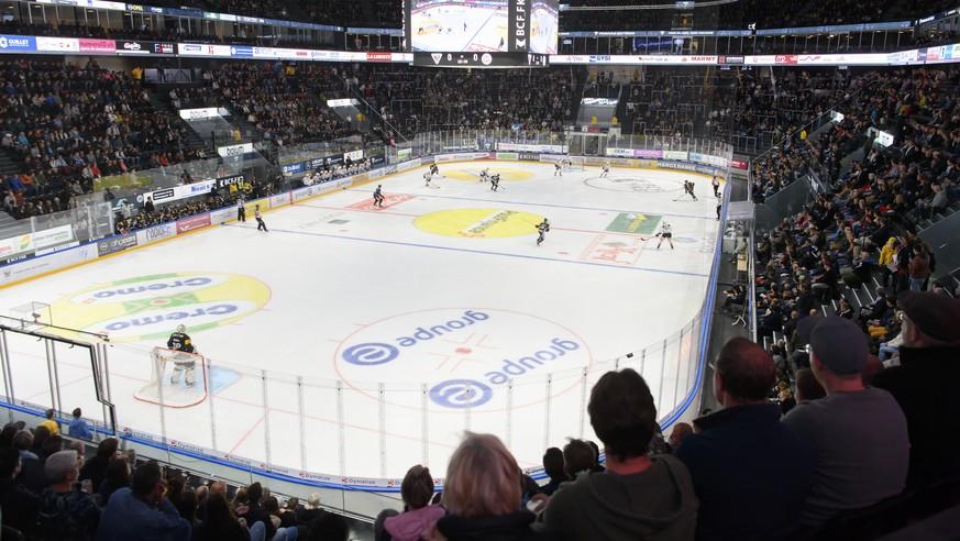 Ordentlich gefüllt ist die Arena in Fribourg.