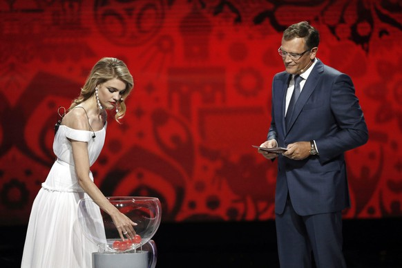 epa04860167 Russian model Natalia Vodianova (L) and FIFA Secretary General Jerome Valcke (R) conduct the Preliminary Draw of the FIFA World Cup 2018 at Konstantinovsky palace outside St.Petersburg, Russia, 25 July 2015. St.Petersburg is one of the host cities of the FIFA World Cup 2018 in Russia which will take place from 14 June until 15 July 2018.  EPA/MAXIM SHIPENKOV