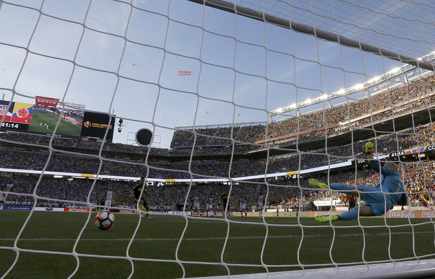 Colombia midfielder James Rodriguez, bottom, scores on a penalty kick past United States goalkeeper Brad Guzan, right, in the first half during a Copa America Centenario Group A soccer match at Levi's Stadium in Santa Clara, Calif., Friday, June 3, 2016. Colombia won 2-0. (AP Photo/Jeff Chiu)