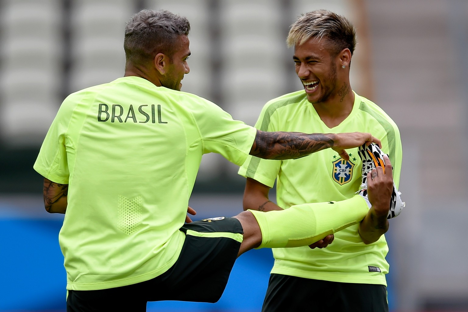FORTALEZA, BRAZIL - JUNE 16:  Neymar (R) of Brazil jokes with a Daniel Alves during a training session at Castelao Stadium on June 16, 2014 in Fortaleza, Brazil.  (Photo by Buda Mendes/Getty Images)