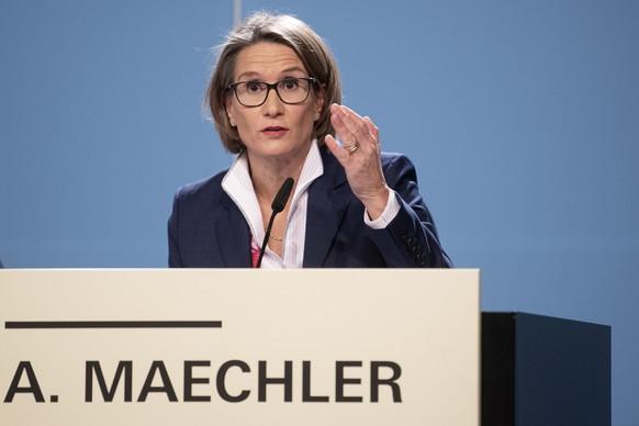 Andrea Maechler, Mitglied des Direktoriums der Schweizerischen Nationalbank SNB, spricht am Jahresend-Mediengespraech der SNB, am Donnerstag, 12. Dezember 2019, in Bern. Die Schweizerische Nationalbank (SNB) tastet die Zinsen nicht an und fuehrt damit ihre expansive Geldpolitik fort. Konkret belaesst sie ihren Leitzins sowie den Zins auf Sichtguthaben bei -0,75 Prozent. (KEYSTONE/Marcel Bieri)