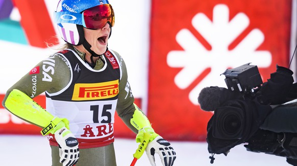 epa07345171 Mikaela Shiffrin of the USA reacts in the finish area during the women's Super G race at the 2019 FIS Alpine Skiing World Championships in Are, Sweden, 05 February 2019.  EPA/JEAN-CHRISTOPHE BOTT