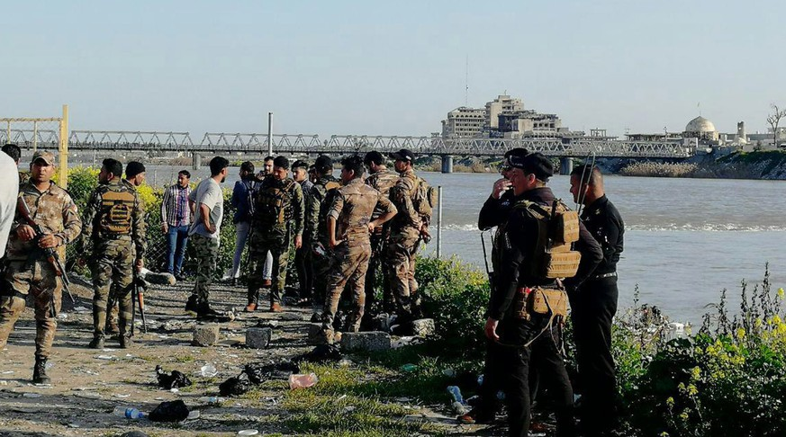 epa07453787 Soldiers near the site where an overloaded ferry sank in the Tigris river near Mosul, Iraq, 21 March 2019. According to reports, more than 70 people drowned after an overloaded ferry sank in the Tigris river in Iraq's city of Mosul.  EPA/AMMAR SALIH