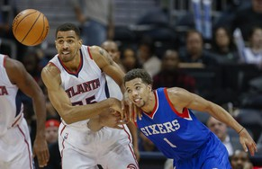 epaselect epa04524093 Atlanta Hawks guard Thabo Sefolosha (L) of Switzerland and Philadelphia 76ers guard Michael Carter-Williams battle for a loose ball during the second half of their NBA basketball game at Philips Arena in Atlanta, Georgia, USA, 10 December 2014. The Hawks defeated the 76ers.  EPA/ERIK S. LESSER CORBIS OUT